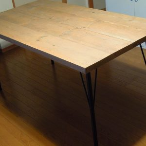 SPF材とアイアン鉄脚でダイニングテーブル自作