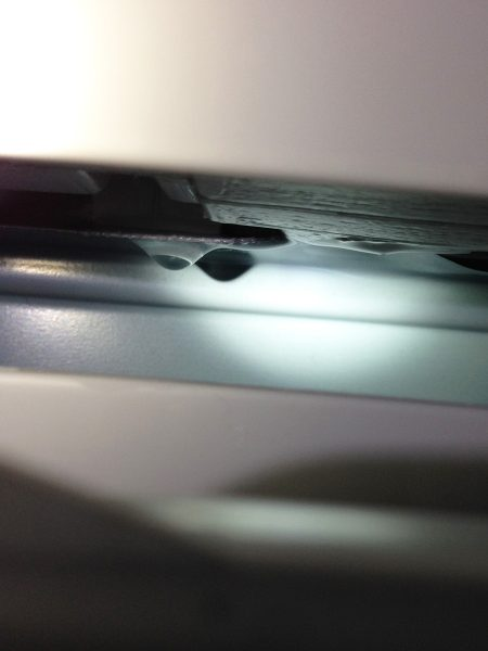 洗濯機の洗剤自動投入のタンクが漏れているのを修理