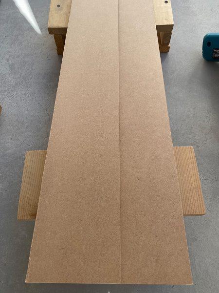 1. 薄い板Aの上に薄い板Bを接着