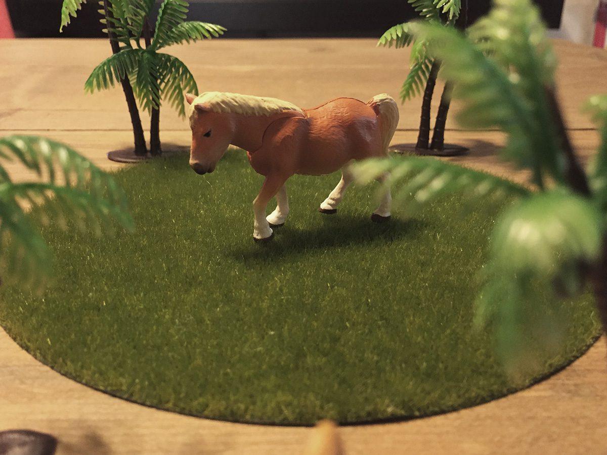 動物フィギュア「アニア」の馬は首が動きます。